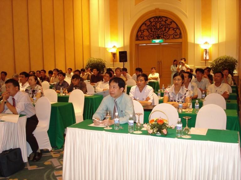 Lãnh đạo tham dự hội thảo phụ gia trợ nghiền trong sản xuất xi măng